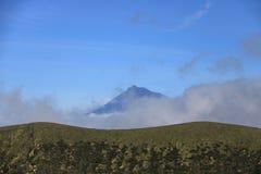 在亚速尔群岛葡萄牙和Pico的美丽的Isla Faial 免版税库存图片