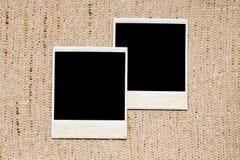 在亚麻制纹理的空的照片框架 免版税库存照片