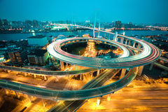 在亚洲的鸟景色最大横跨一座螺旋桥梁的河 免版税库存图片