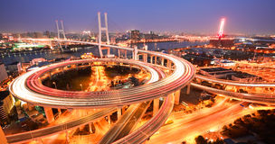 在亚洲的鸟景色最大横跨一座螺旋桥梁的河 图库摄影