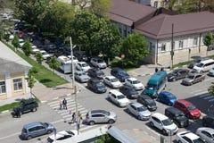 在交叉点的汽车壅塞 图库摄影