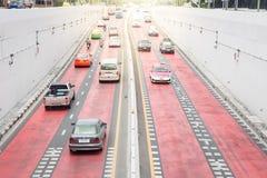 在交叉点隧道的交通 库存图片