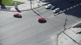 在交叉路的汽车 影视素材