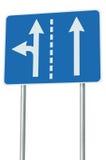 在交叉路连接点,前面左拐出口的适当的车道,被隔绝的蓝色路标,白色箭头,路旁标志 图库摄影