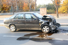 在交通事故介入的汽车 免版税库存图片