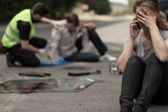 在交通事故以后的绝望司机 免版税图库摄影