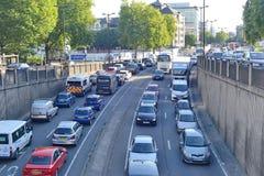 在交通困住的汽车 免版税图库摄影