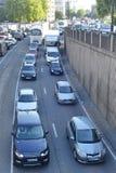 在交通困住的汽车 图库摄影
