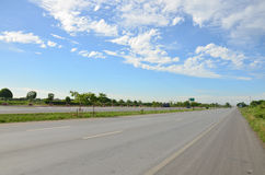 在交通的在高速公路的行动和运输 库存图片