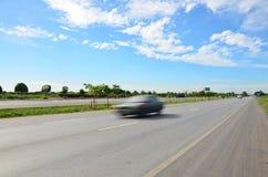 在交通的在高速公路的行动和运输 免版税库存图片