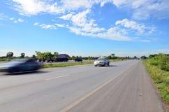 在交通的在高速公路的行动和运输 免版税库存照片