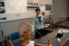 在产业和技术丰田纪念博物馆的棉花转动的示范  库存图片