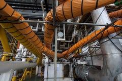 在产业工作的供气水管,当开放出入孔或工作在局限的空间区域 免版税图库摄影