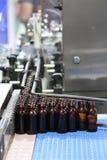 在产业的装瓶的过程 免版税库存照片