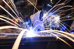 在产业的雇员焊接 免版税库存照片