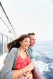 在享受旅行的游轮的浪漫夫妇 免版税库存照片