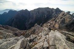 在京那巴鲁山峰顶的伟大的岩石  库存照片