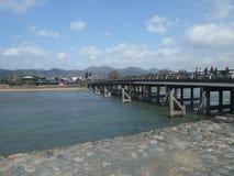 在京都附近的一座典型的日本桥梁 免版税库存图片