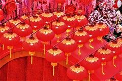 在亭子,吉隆坡马来西亚的农历新年装饰红色灯笼 免版税库存照片