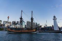 在亲爱的Harbbour的HMB努力复制品历史的船 图库摄影
