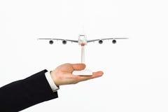 在人的手关闭的飞机 免版税库存图片