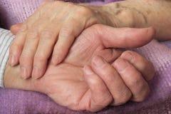 男人和妇女的手 免版税图库摄影