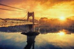 在人行桥的日出 库存图片