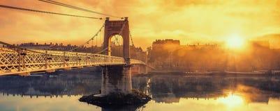 在人行桥的日出 库存照片