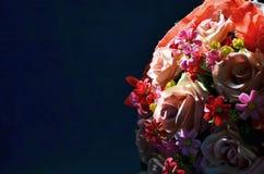 在人造花的光下落 免版税库存照片