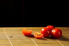 在仅席子拷贝空间的红色西红柿 库存照片