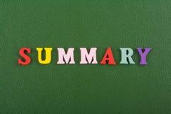 在从五颜六色的abc字母表块木信件组成的绿色背景,广告文本的拷贝空间的概略词 免版税图库摄影