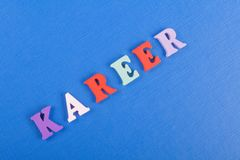 在从五颜六色的abc字母表块木信件组成的蓝色背景,广告文本的拷贝空间的KAREER词 库存照片