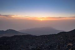 在从泰德峰山看见的特内里费岛上海岸的日落,西班牙 图库摄影