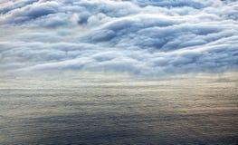 在从Pico火山看见的大西洋的五颜六色的日出 库存图片