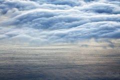 在从Pico火山看见的大西洋的五颜六色的日出 库存照片