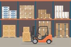 在仓库飞机棚内部的橙色叉架起货车 储藏设备,货物交付,存贮服务 皇族释放例证