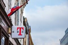 在他们的主要商店的T流动商标在武科瓦尔 T流动的,是一个移动运营商在克罗地亚,属于德国电信 免版税库存图片
