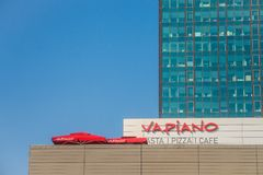 在他们的主要餐馆的Vapiano商标塞尔维亚的 Vapiano是意大利餐馆德国特权  库存照片