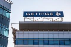 在他们的大会办公处的Getinge商标在塞尔维亚 Getinge AB是瑞典医疗技术公司 免版税库存照片