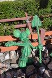 在仙人掌科的米老鼠雕象 库存图片