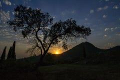 在令人愉快的山总是的日落 库存照片