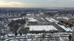 在以后的鸟瞰图小镇降雪 股票视频