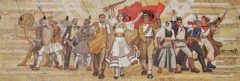 在以社会主义宣传和英勇革命家,地拉纳为特色的国家历史博物馆上的马赛克 免版税库存图片