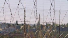 在以色列和约旦河西岸之间的边界篱芭 铁丝网电子篱芭 股票视频