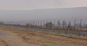 在以色列和黎巴嫩之间的边界篱芭 铁丝网和电子篱芭