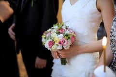 在仪式期间的新娘花束 库存照片