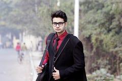 在企业衣裳的印地安男性模型 免版税图库摄影