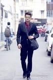 在企业衣裳的印地安男性模型 免版税库存图片