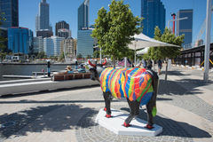在伊丽莎白奎伊的公牛雕塑 图库摄影