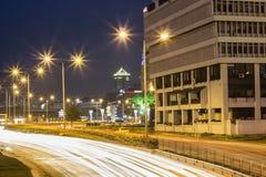 在伊兹密尔市后部的夜视图 库存图片